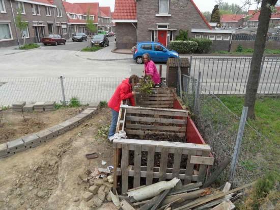 Het omscheppen van de composthoop